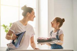 Bügeleisen reinigen - die besten Hausmittel gegen Schmutz